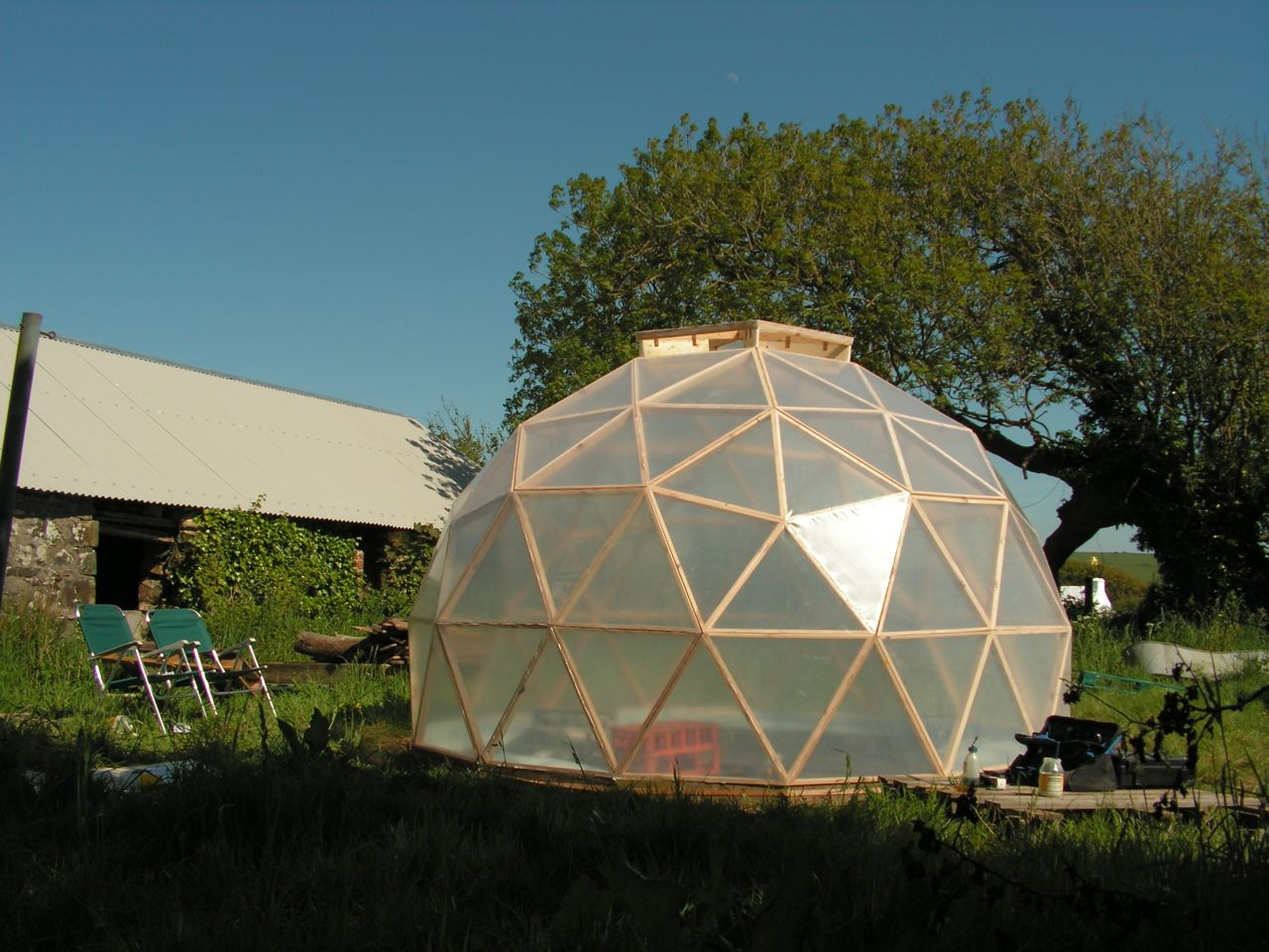 Dome greenhouse a woodwork for Geodesic greenhouse plans free